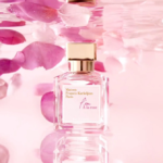 L`eau A la rose: obraz róży w kropli wody...